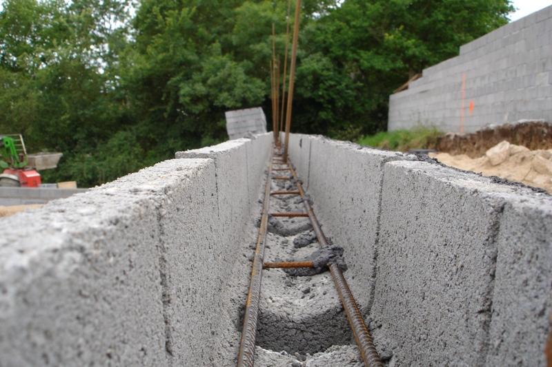 Fondation mur en parpaing fabulous le octobre les for Fondation pour garage en parpaing